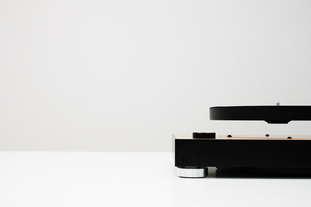 The first MAG-LEV Audio Turntable